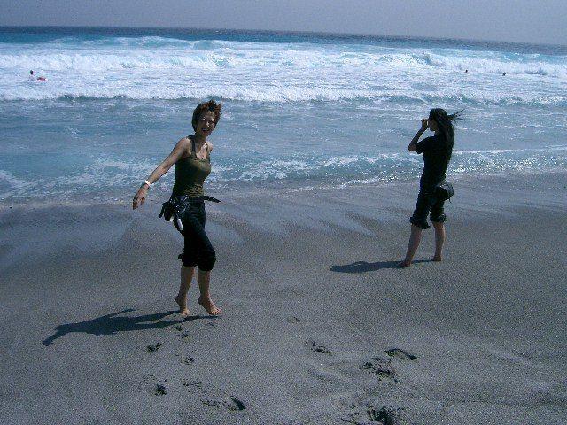 海辺にいる痩せている坂野りんこ