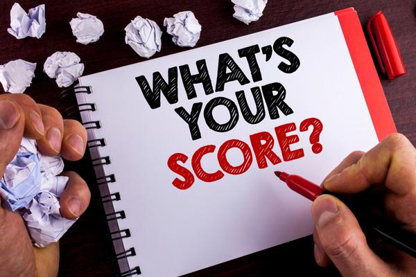 紙にwhat's your scoreの文字を書く
