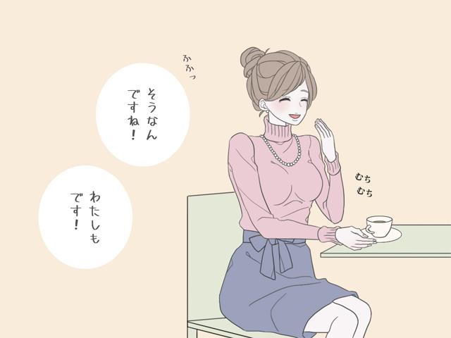 座りながら喋る女性