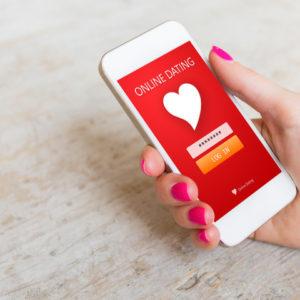 オンラインデートの画面のスマートフォン