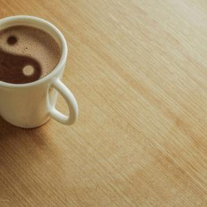 陰陽マークのコーヒー