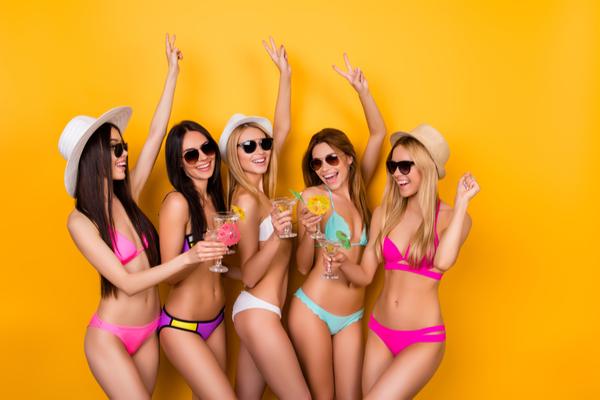 水着を着た女性たち